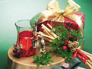 gift-cup-santa-claus-snowman-horse-toys-cinnamon-herbs